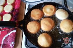 Příprava receptu Domácí koblihy s tvarohovým překvapením, krok 9