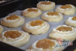 Příprava receptu Rolované koláčky s tvarohem a hruškovými povidly, krok 8