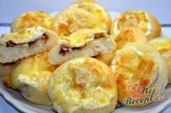 Příprava receptu Slané koláčky plněné cibulí a slaninou a sypané sýrem, krok 5