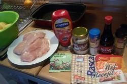 Příprava receptu Pečená kuřecí prsa s bramborami v jednom pekáči, krok 1