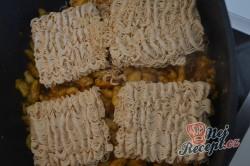 Příprava receptu Čínské nudle s kuřecím masem připravené za 15 minut, krok 2
