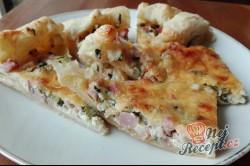 Příprava receptu Fantastická falešná pizza se základem ze zakysané smetany, kterou připravíte zcela jednoduše, krok 4