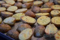Příprava receptu Pečené brambory s francouzskou omáčkou, krok 5