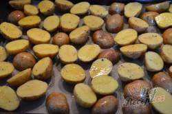 Příprava receptu Pečené brambory s francouzskou omáčkou, krok 4
