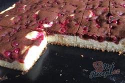 Příprava receptu Dvoubarevný tvarohový koláč s ovocem, krok 11