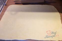 Příprava receptu Povidlové válečky ze zakysané smetany, krok 4