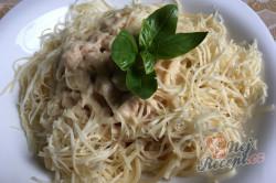 Příprava receptu Špagety s kuřecím masem ve smetanové omáčce, krok 8