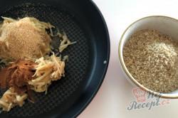 Příprava receptu Bombastické ořechové koláčky. Ideální těsto ze zakysané smetany, které je vhodné i na vánoční pečení., krok 2