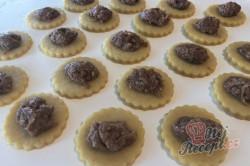 Příprava receptu Bombastické ořechové koláčky. Ideální těsto ze zakysané smetany, které je vhodné i na vánoční pečení., krok 4
