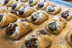 Příprava receptu Bombastické ořechové koláčky. Ideální těsto ze zakysané smetany, které je vhodné i na vánoční pečení., krok 12