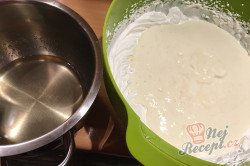 Příprava receptu Nepečený pamlsek ze zakysané smetany a Salka, hotový za 15 minut., krok 5