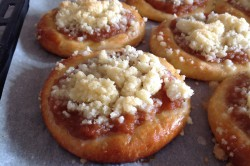 Příprava receptu Kynuté koláče s drobenkou, krok 6