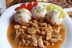 Příprava receptu Kuřecí prsa na žampionech s rýží, krok 7