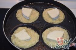 Příprava receptu Bramboráčky plněné hermelínem, krok 3