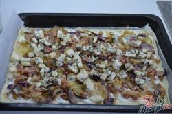 Příprava receptu Cibulový koláč z listového těsta, krok 2