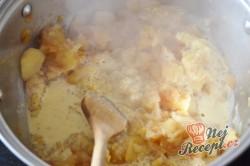 Příprava receptu Jablečné řezy s pěnou a ořechy, krok 3
