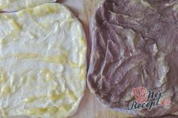 Příprava receptu Máslové dvoubarevné pečivo měkké jako pavučinka, krok 3