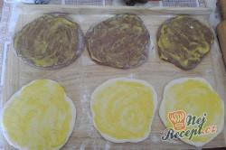 Příprava receptu Máslové dvoubarevné pečivo měkké jako pavučinka, krok 2