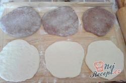 Příprava receptu Máslové dvoubarevné pečivo měkké jako pavučinka, krok 1