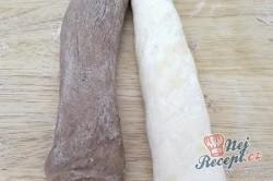 Příprava receptu Máslové dvoubarevné pečivo měkké jako pavučinka, krok 5
