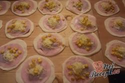 Příprava receptu Pizza kapsičky se šunkou a sýrem, krok 9