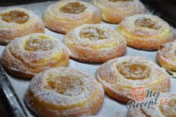 Příprava receptu Rolované koláčky s tvarohem a hruškovými povidly, krok 9