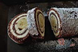 Příprava receptu Čokoládová roláda s tvarohem a banánem, krok 13