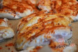 Příprava receptu Kuřecí prsa se zakysanou smetanou a sýrem, krok 4