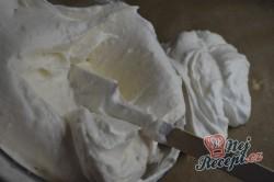 Příprava receptu Křehká kokosová roláda s mascarpone krémem, krok 3