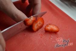 Příprava receptu Nepečené tvarohové sklenice s jahodami, krok 2