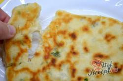 Příprava receptu Výborné jogurtové placky plněné lahodným sýrem připravené za 30 minut, krok 11