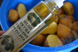 Příprava receptu Pečené brambory s francouzskou omáčkou, krok 2
