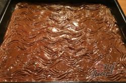 Příprava receptu Fantastický koláč Nescafé se smetanovo čokoládovou pěnou, krok 9