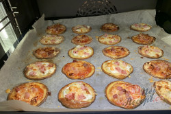 Příprava receptu Máte doma brambory a zakysanou smetanu? Za 15 minut máte perfektní jídlo pro návštěvu., krok 3