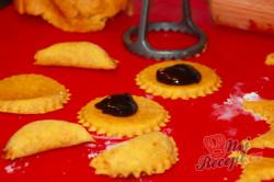 Příprava receptu Mrkvánky s povidly, krok 1