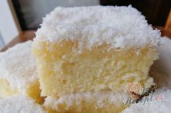 Příprava receptu Sněhová vločka - fantastický hrnkový kokosový koláček se šlehačkou, krok 1