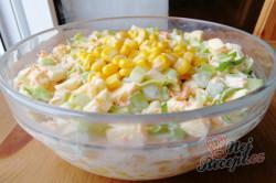 Příprava receptu Výborný celerový salát, který dokonale nahradí oblíbený bramborový salát, krok 1