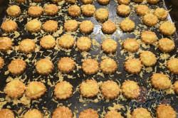 Příprava receptu Vynikající záměna za bramborové lupínky nebo slané tyčinky. Slaná sýrová pochoutka k filmu., krok 7