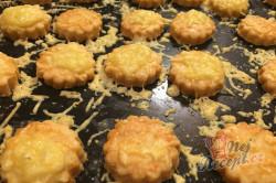 Příprava receptu Vynikající záměna za bramborové lupínky nebo slané tyčinky. Slaná sýrová pochoutka k filmu., krok 5