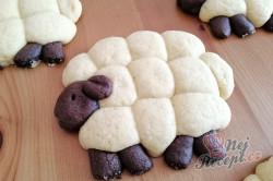 Příprava receptu Velikonoční pečivo OVEČKY bez formy na pečení, krok 5