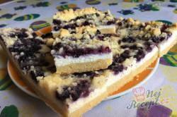 Příprava receptu Jednoduchý tvarohovo borůvkový koláč s drobenkou, krok 14