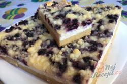 Příprava receptu Jednoduchý tvarohovo borůvkový koláč s drobenkou, krok 13