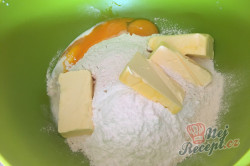 Příprava receptu Jednoduchý tvarohovo borůvkový koláč s drobenkou, krok 2