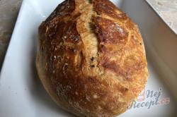 Příprava receptu Zázračný chlebíček bez hnětení, krok 9