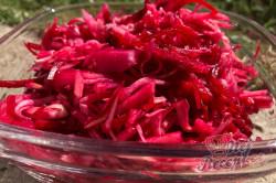 Příprava receptu Bleskový detox díky výbornému salátu s červenou řepou, po kterém se hubne za pár dní, krok 1