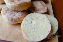 Příprava receptu Vynikající náhrada klasického chleba. Nemusíte ani zapínat troubu a placky máte hotové za 10 minut., krok 1