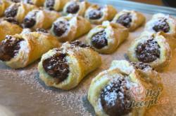 Příprava receptu Bombastické ořechové koláčky. Ideální těsto ze zakysané smetany, které je vhodné i na vánoční pečení., krok 11