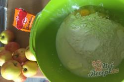 Příprava receptu Dokonalé šlehačkové těsto na nejlepší domácí štrúdl. Úžasně jemné, lahodné a dobře s ním pracuje., krok 2