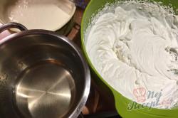 Příprava receptu Nepečený pamlsek ze zakysané smetany a Salka, hotový za 15 minut., krok 4