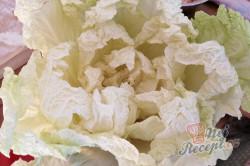 Příprava receptu Fantastická chuťovka namísto chlebíčků - plněné čínské zelí, krok 1
